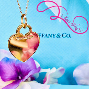 Tiffany & Co18K Yellow Gold Medium Heart Tag Charm